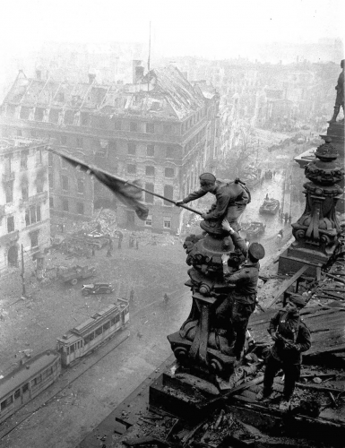 The Soviet flag over the Reichstag, 1945 (4)